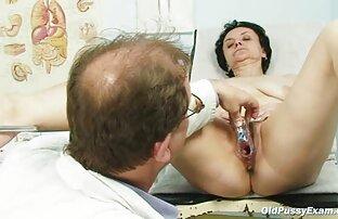 रसोई घर में रूसी हिंदी हद सेक्सी मूवी आदमी एक पतली लड़की को पकड़ लेता है और उसे बिल्ली स्कर्ट