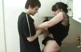इस आदमी की पत्नी उसकी मजाक थी और उसे रसोई की मेज पर बतख हिंदी सेक्सी फिल्म मूवी के लिए दंडित किया