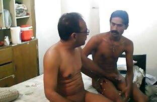 एक परिपक्व आदमी सेक्स करते हुए हिंदी मूवी के साथ मज़ा आ रहा